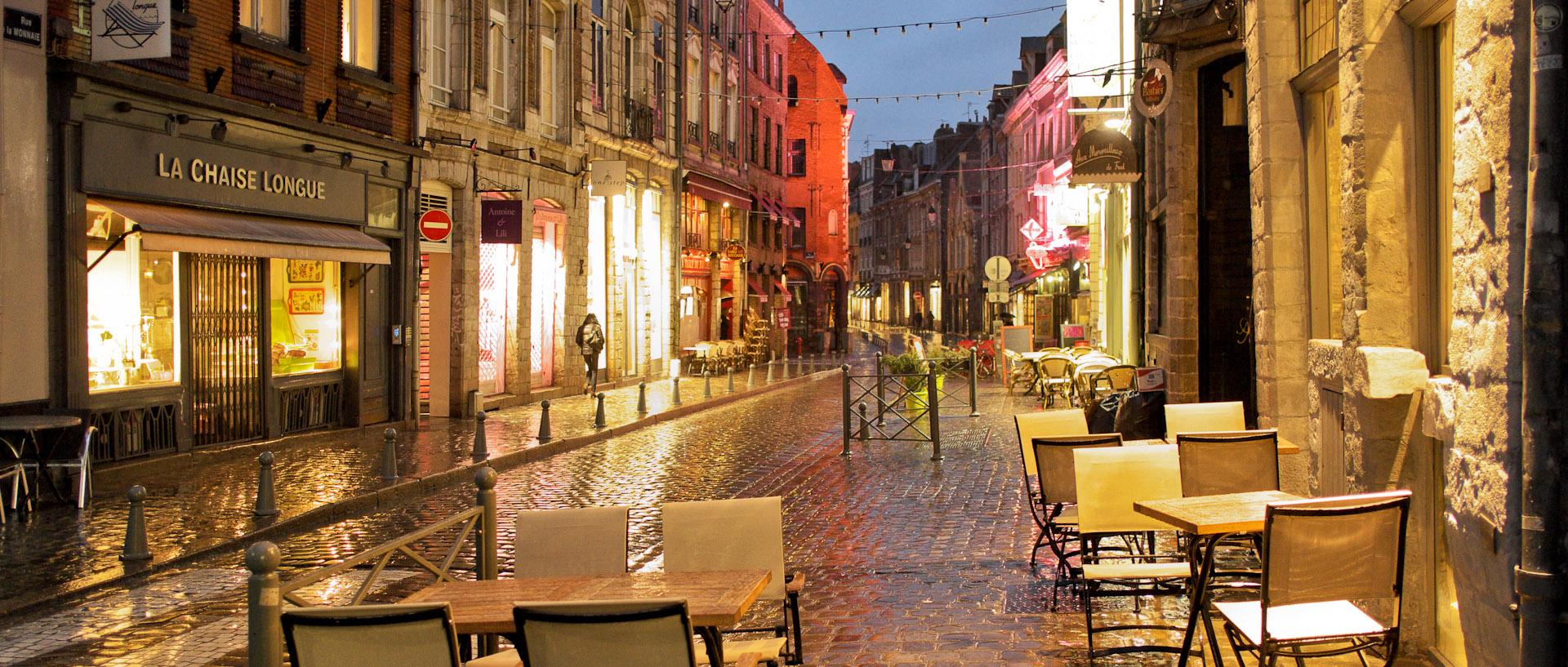 Une rue du Vieux Lille, sous la pluie, la nuit - A street of Vieux Lille, in the rain, at night