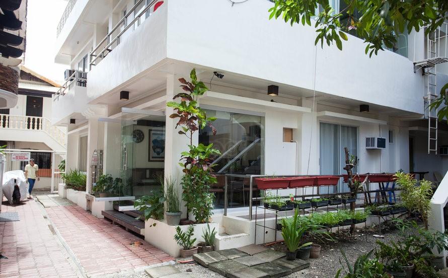 the-hotel--v8305324