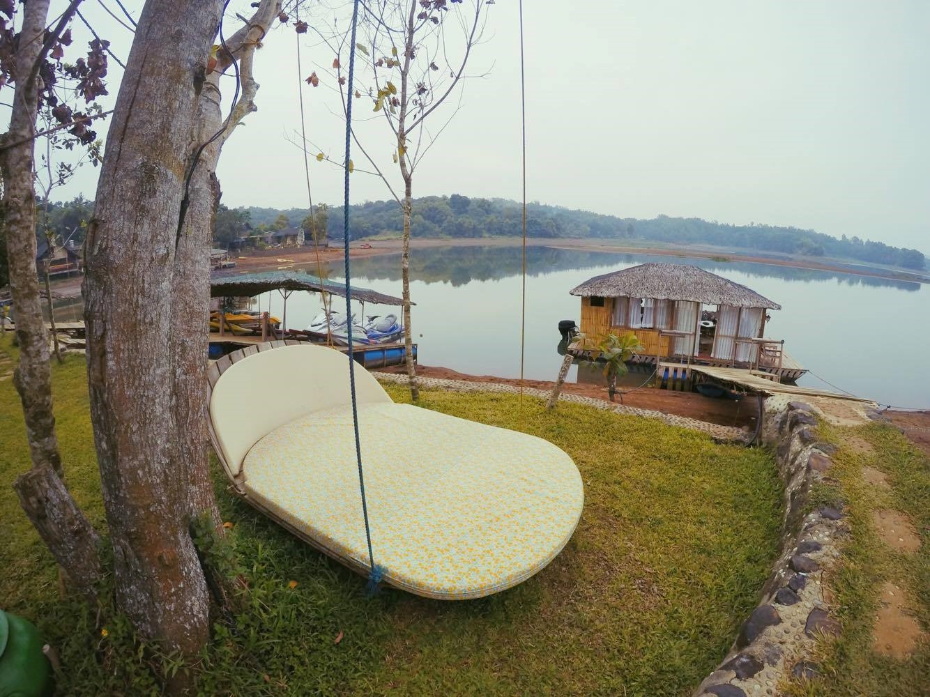 Lake Caliraya Check Out This Floating Cottage At The Eco