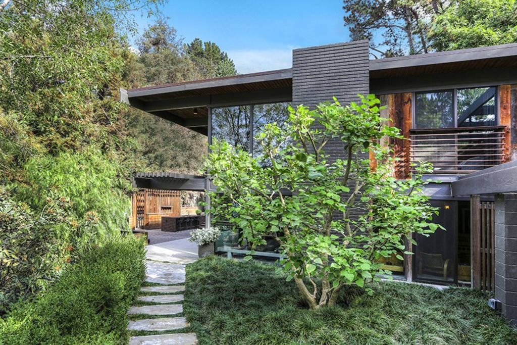 buff and hensman house hollywood hills from outside