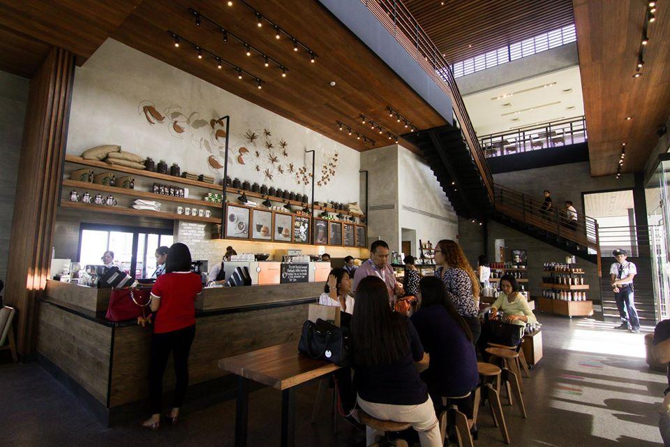 Beautiful Starbucks branch - Macapagal