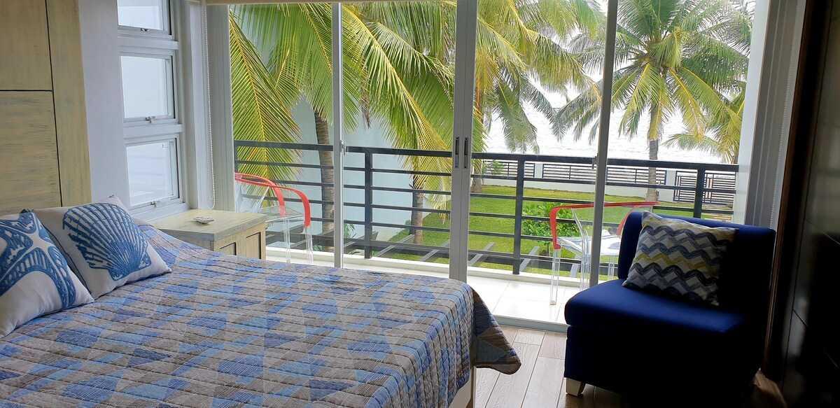 Casita Beachfront Staycation - bedroom 1