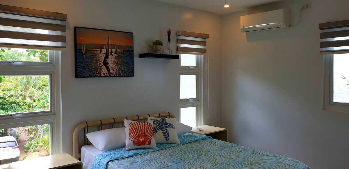 Casita Beachfront Staycation - bedroom 2