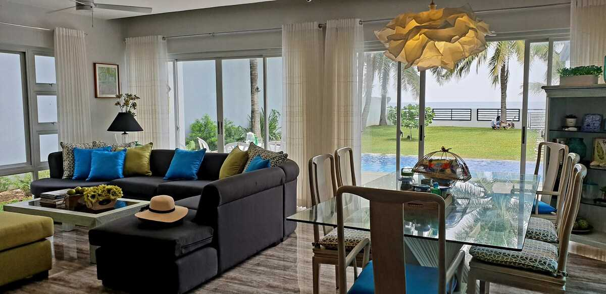 Casita Beachfront Staycation - common space