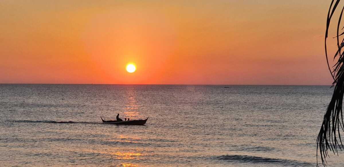 Casita Beachfront Staycation - sea