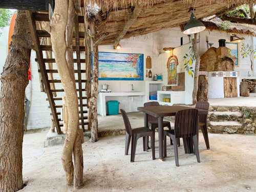 Tree House by the ocean with pool - dining
