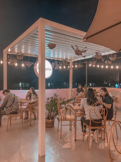 Cafe Serendipitale Customers Al Fresco Dining