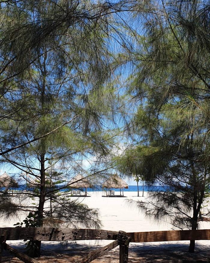 Crystal Beach Resort beach
