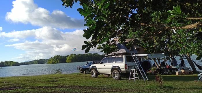 Kaliraya Surf Kamp van
