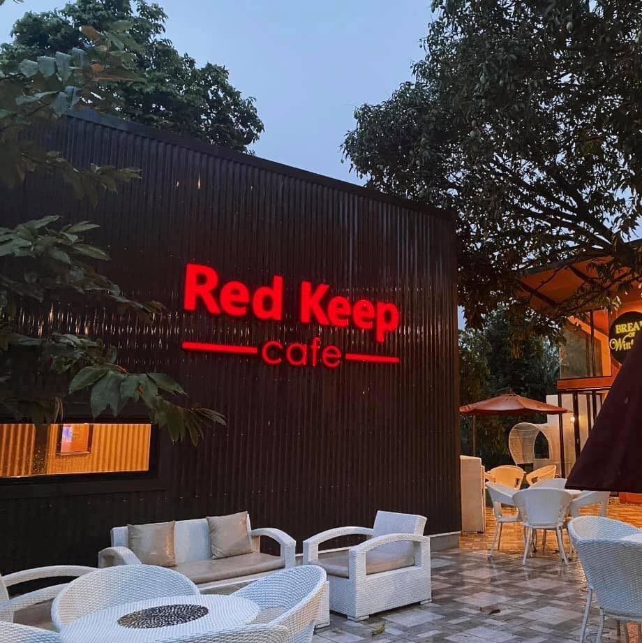 Red Keep Cafe Exterior with Al Fresco Seating
